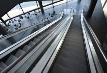 Escaleras mecánicas y rampas